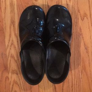 Dasko patent leather clogs. Size 40
